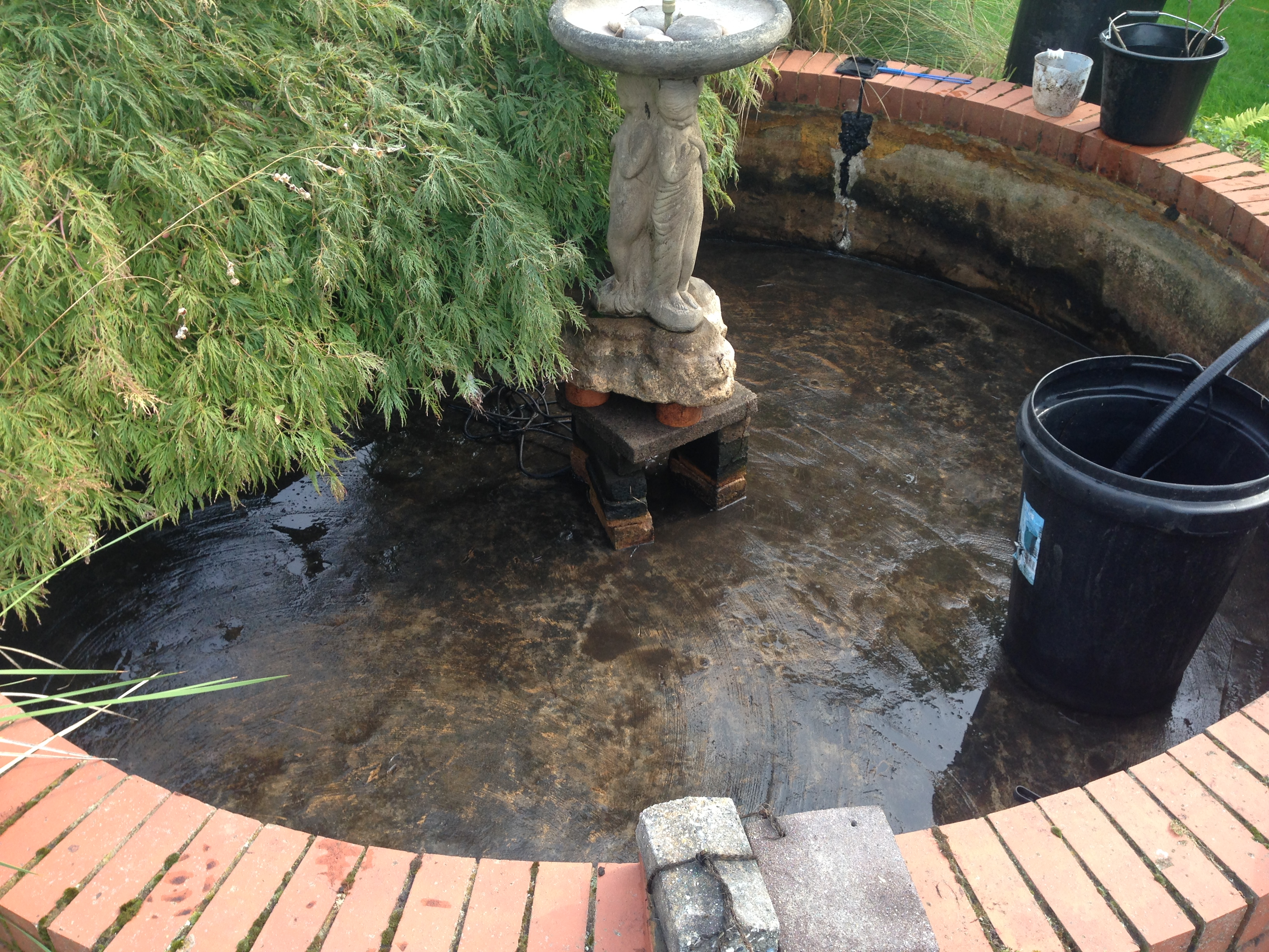 Pond cleaning pond repair letchworth garden city maltby for Garden pond cleaning